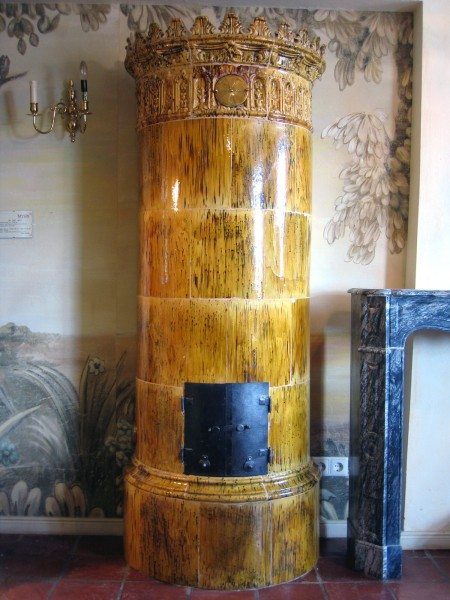 Antiker halbrunder Kachelofen
